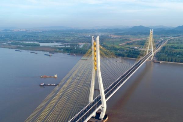 池州长江公路大桥建成通车